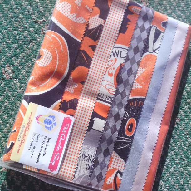 spooktacular fat quarter bundle