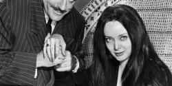 Morticia-and-Gomez-addams-family-5313395-445-592